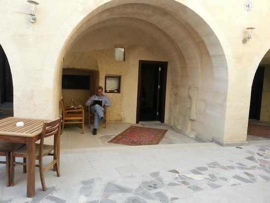 Cappadocia Estates Hotel : lovely courtyard entrance to the room