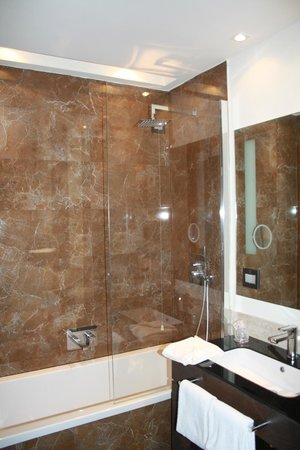 Rome Times Hotel: Bathroom