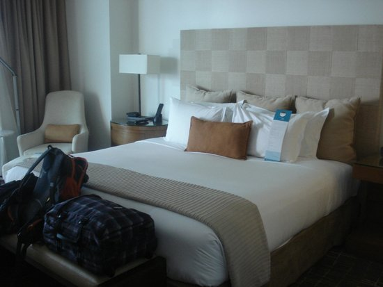 Kimpton EPIC Hotel: amazing bed