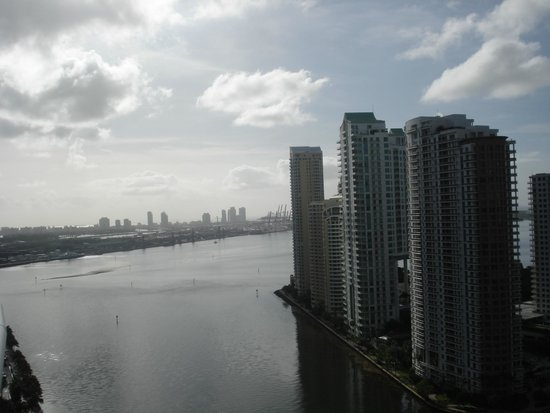 Kimpton EPIC Hotel: view of the port and Miami Beach
