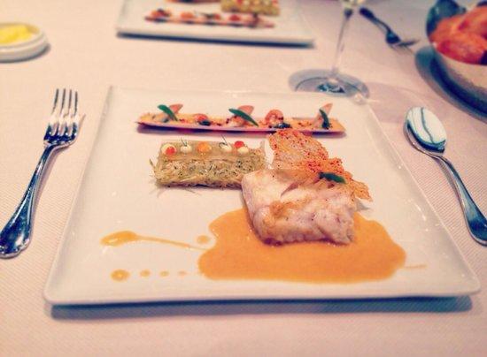 Comme Chez Soi : Нежнейшая рыбка... А соус! Ммм...