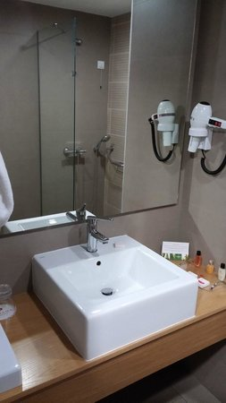 Ramada Podgorica: Bathroom