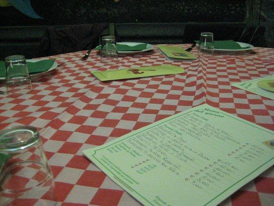 Trattoria Medina: tavolo