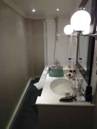 Royal Albion Hotel: Rm 26 corridor...I mean bathroom