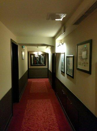 Wielopole Hotel : Corridoio per le camrre