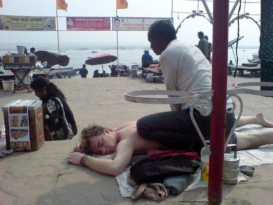 Suryauday Haveli - An Amritara Resort: Massage am Ganges..... SUPER , neben dem Hotel !