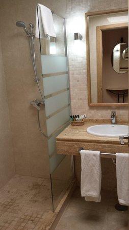 Hotel Casa Consistorial: Baño habitación doble