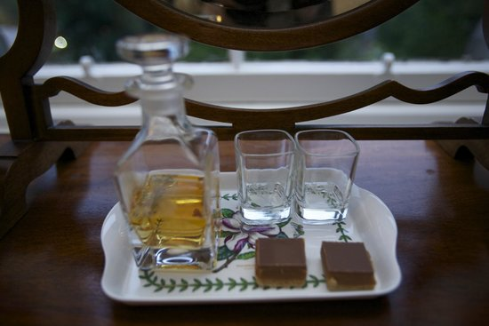 Northlands Bed and Breakfast: Whiskey from Bell's distillery