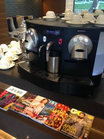 Avantgarde Hotel Taksim Square : espresso machine at lobby
