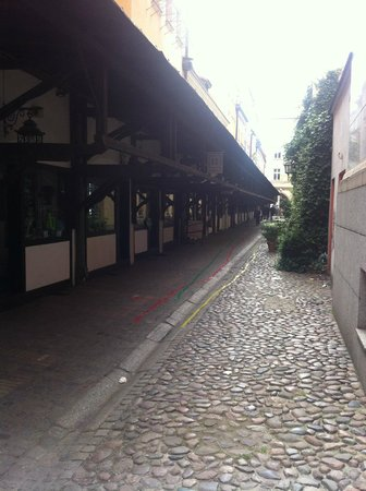 Art Hotel: Small alley to the market square.