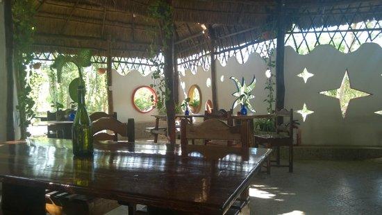 Kambulum Eco Villas: dining area