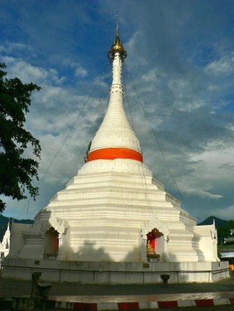 Wat Phra That Doi Kong Mu: Wat Mae Hong Son