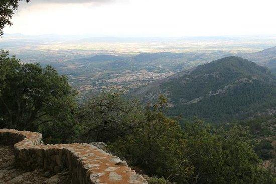 Finca Hotel Son Palou: A good walk - view of Mallorca from Castel De Alaro
