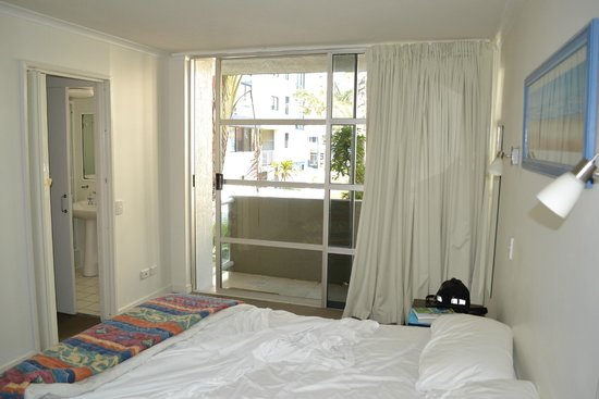 Sundeck Gardens : main bedroom and second balcony