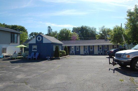 Lakewinds Motel