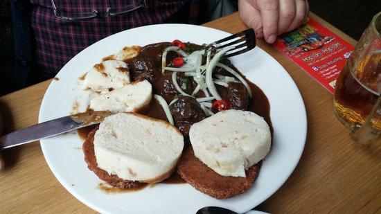 Kolkovna Celnice : Czech goulash dumplings