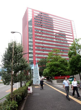 Hotel Villa Fontaine Tamachi: view from outside local supermarket