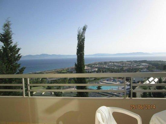 Kipriotis Aqualand : you can see Turkey shore