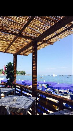 Nais Beach Bar & Restaurant