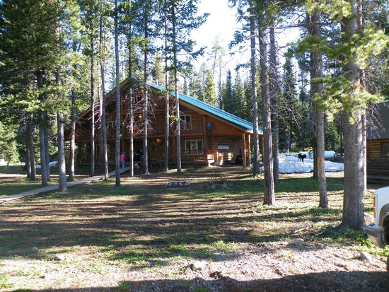 Skyline Guest Ranch and Guide Service : Front of Lodge