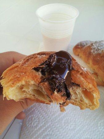 Laboratorio Dolci Peralta : Cornetto al cioccolato per colazione! !!