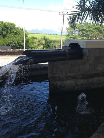 Le Meridien Ile Maurice : front entrance fountain