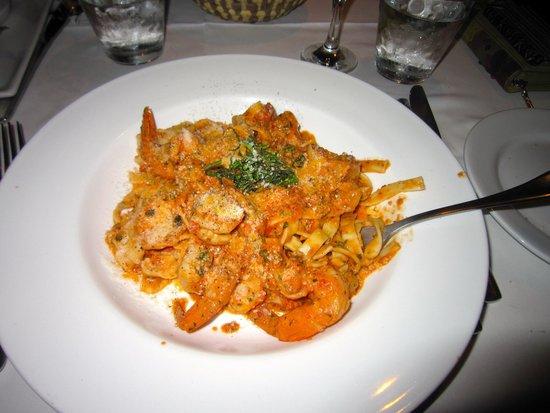 Toscanini Restaurant : My delicious garlic shrimp fettuccine with a cream based tomato sauce. Wonderful!!