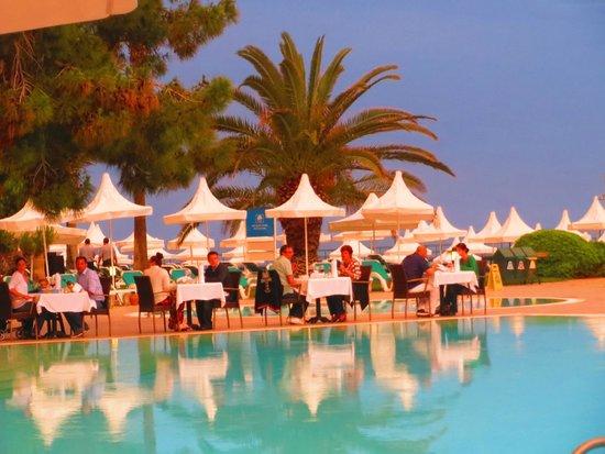Turquoise Resort Hotel & Spa: ужин около главного бассейна