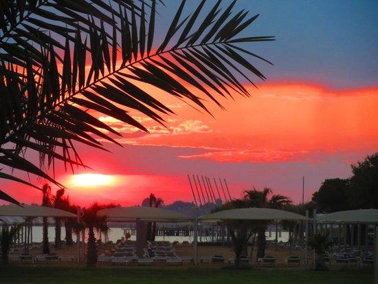 Turquoise Resort Hotel & Spa: Закат на полем для гольфа