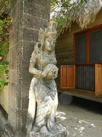 Turtle Inn: Belizean art work