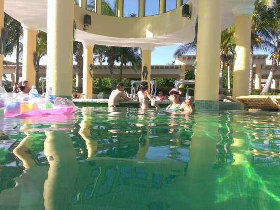 Iberostar Grand Hotel Paraiso: Swim up bar in big pool