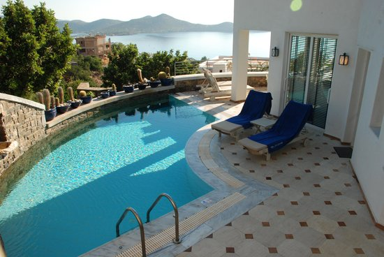 Elounda Gulf Villas & Suites: Pool with a view