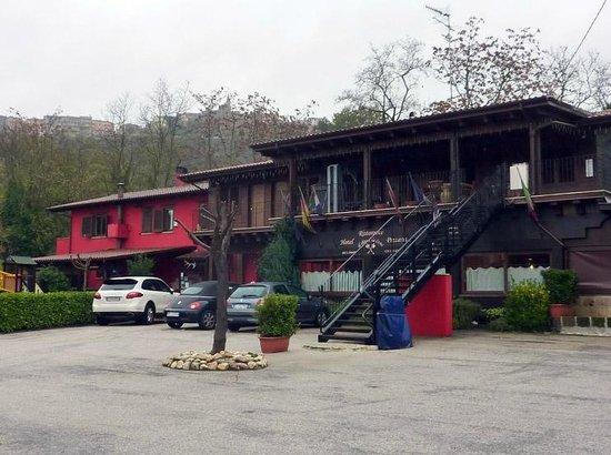 Hotel Il Dito e la Luna: Veduta dal parcheggio