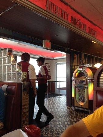 Silver Diner: Entrance