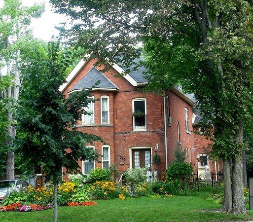 Westover's Three Twenty B&B: Historic Home