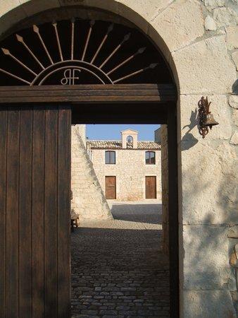 Nacalino Agriturismo: Through to the courtyard