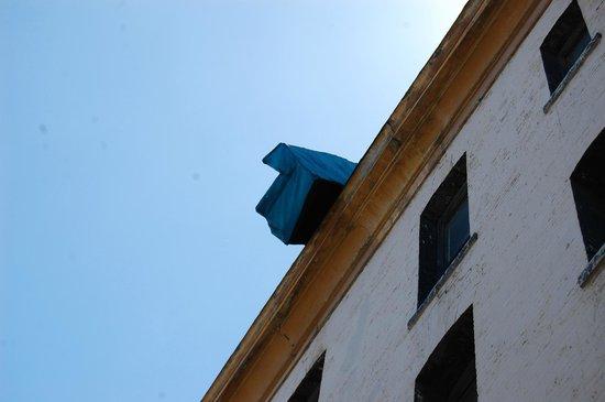Sofa (Defenestration Building)