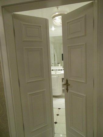 Powerscourt Hotel, Autograph Collection: Verso il bagno