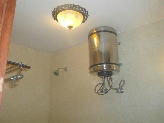 Hotel Sunpark Ooty: Bathroom
