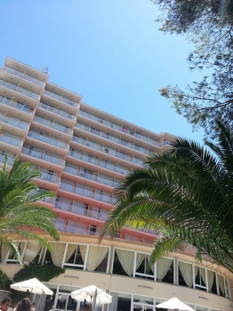 Hotel Pinero Tal: Vue côté piscine