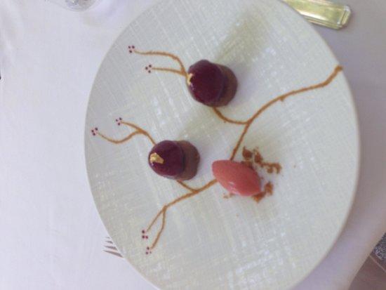 Le Prieure Hotel Restaurant: Dessert a la fraise