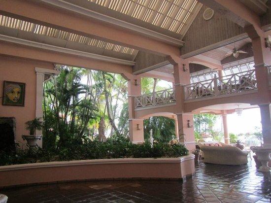 Coco Reef Tobago: Lobby / Lounge area