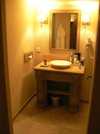 Hôtel Le Sauvage : Salle de bains