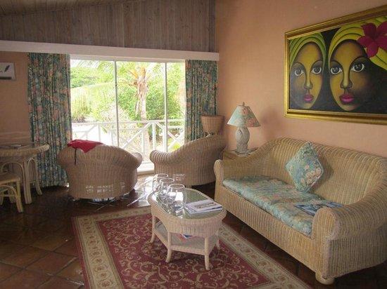 Coco Reef Tobago : Coral Suite 225 lounge area