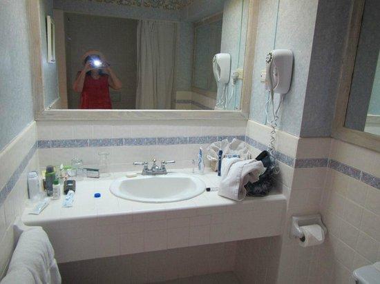 Coco Reef Tobago : Coral Suite 225 bathroom