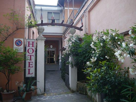 Hotel Mercurio : Вход