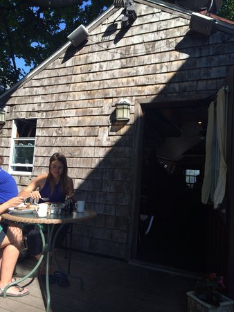 Bayside American Cafe: Dining outside in beautiful weather