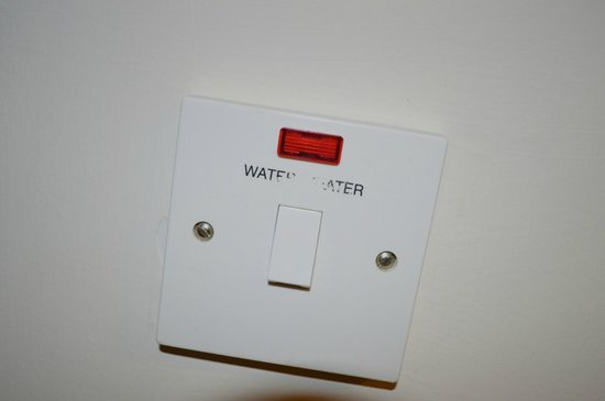 Ilfracombe Holiday Park: Water Heater switch is unreadable