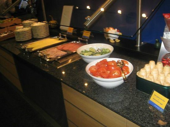 Holiday Inn Express Frankfurt-Airport : German Breakfast