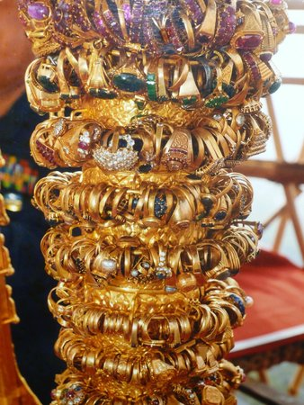 Pagode Shwedagon : Prunkstücke aus der Shwedagon-Pagode